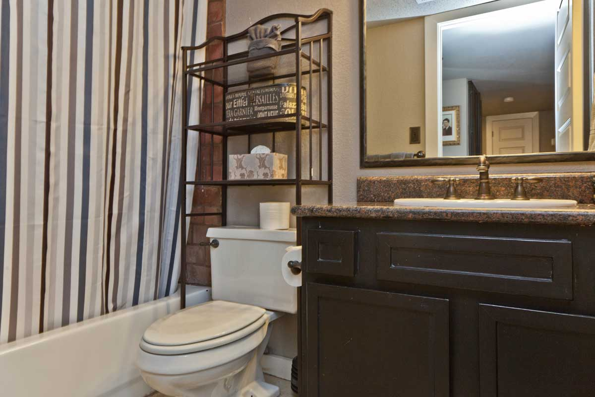 The Railyard Oasis Guest Bathroom