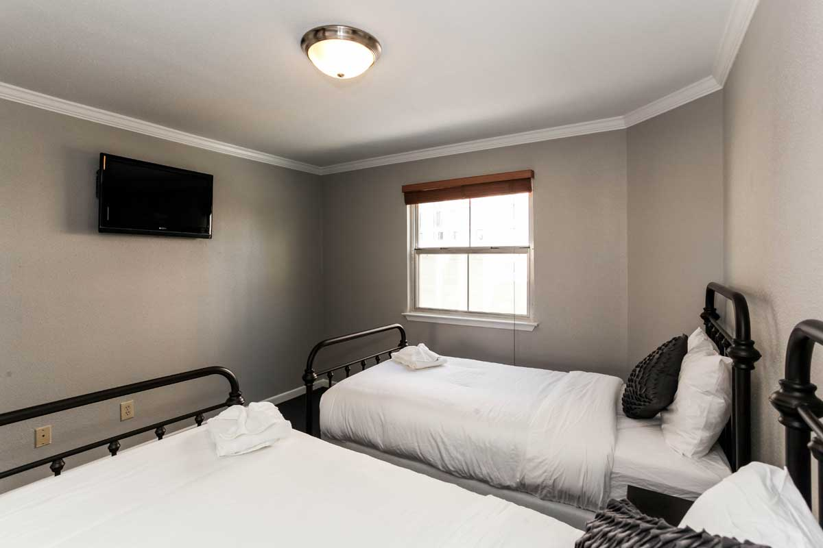 The Twin Bedroom Suite with TV