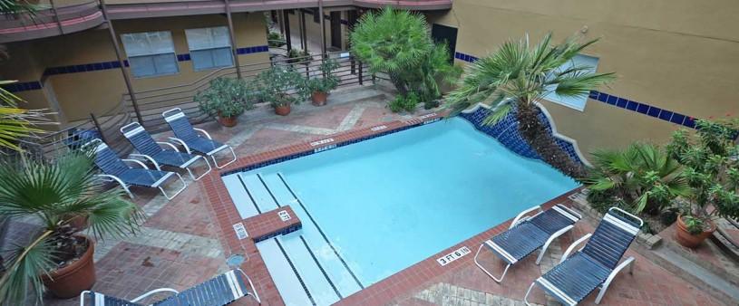 austin poolside suites